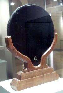 Aztec_mirror,_Museo_de_América,_Madrid