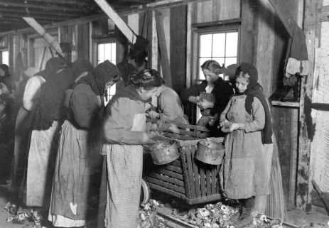 lewis-hine-oyster-shuckers-bayou-la-batre-alabama-1911